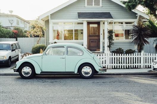 hus med bil